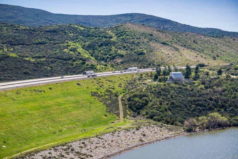Межгосударственные 5 как увидено от зоны отдыха Перспективы del Lago, Los Angeles County, Калифорния стоковые фото
