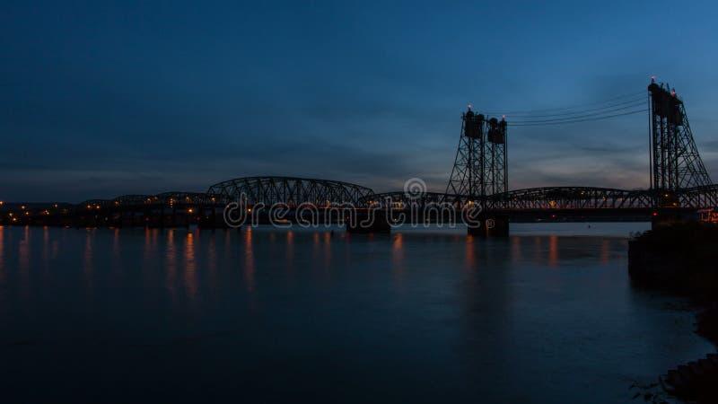 Межгосударственный мост между Портлендом ИЛИ и Ванкувером WA видеоматериал