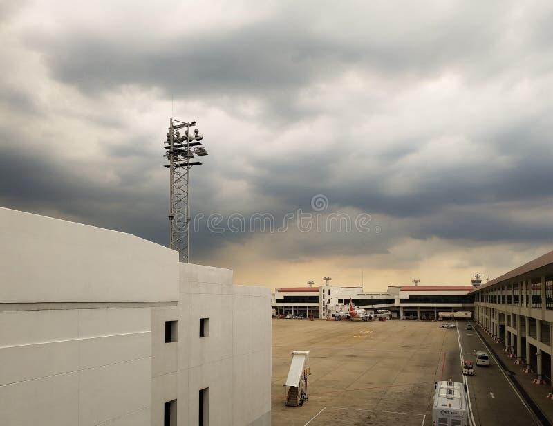 Международный аэропорт Бангкока Дон Mueang в caus дня плохой погоды стоковое изображение rf