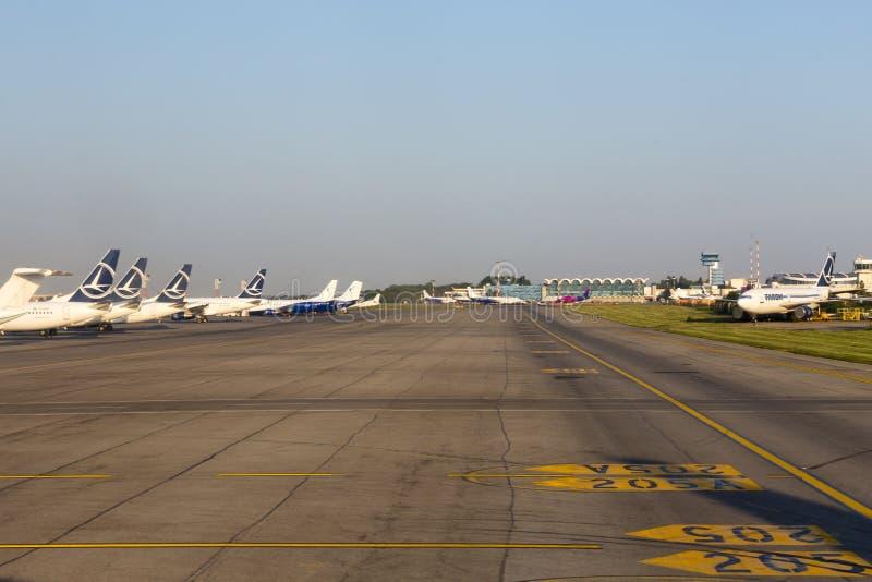 Международный аэропорт Henri Coandă от Бухареста стоковые фото