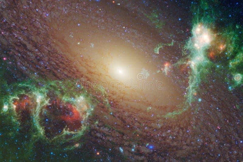 Межзвёздные облака и звезды в космическом пространстве, накаляя загадочной вселенной стоковая фотография rf