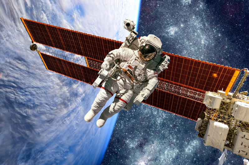 Международная космическая станция и астронавт стоковые фотографии rf