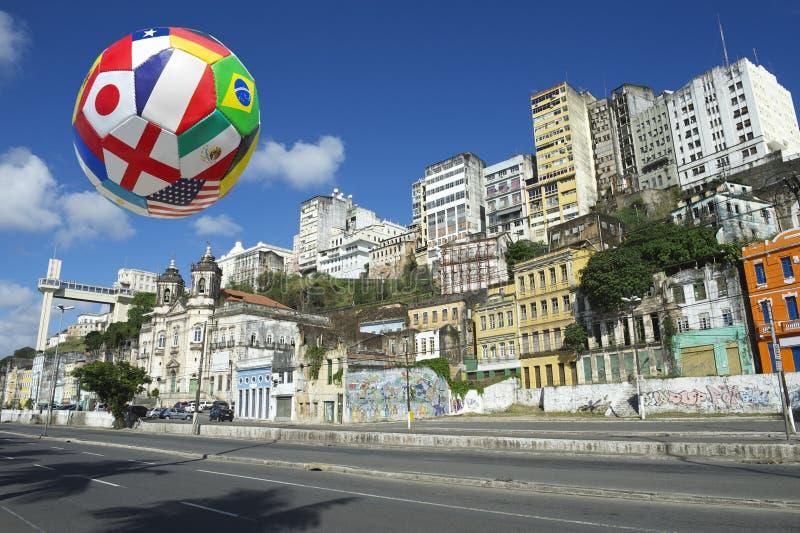Международный горизонт Сальвадора Бахи Бразилии футбольного мяча футбола стоковые изображения rf