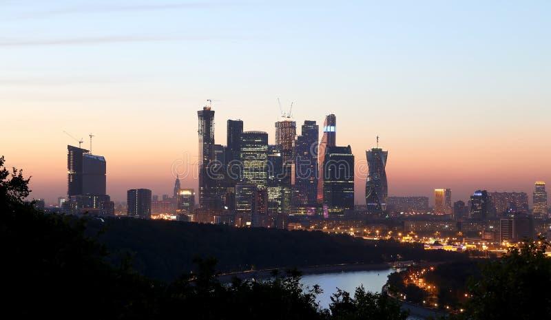 Международный деловый центр (город), взгляд ночи, Москва, Россия стоковое фото