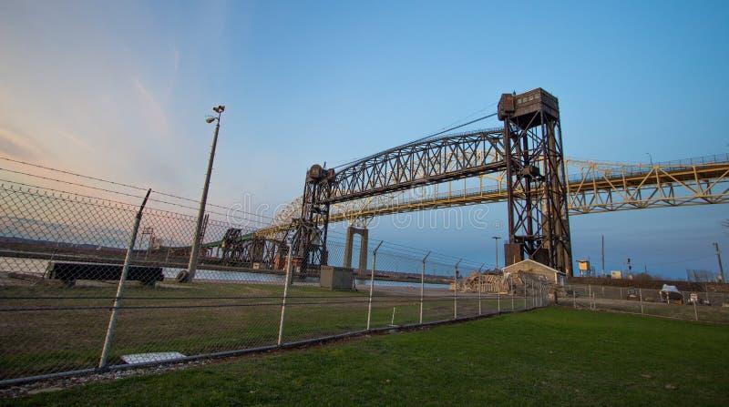 Международный мост и исторический железнодорожный мост в Sault Ste marie стоковые изображения rf