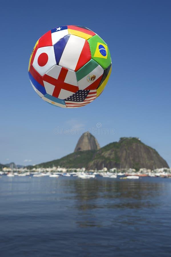 Международный футбол флага Рио Skyine стоковая фотография rf