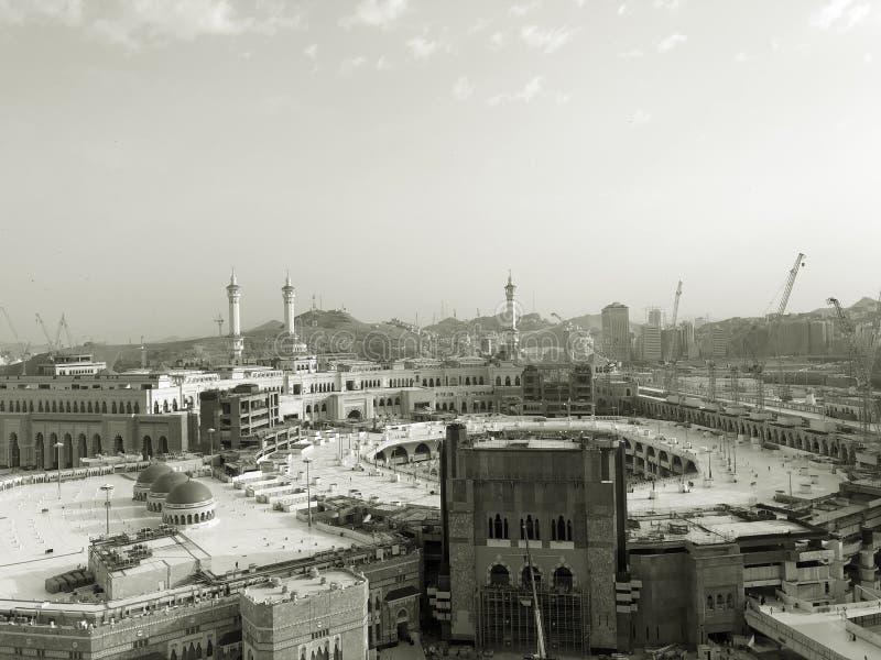 Мекка, Makkah Саудовская Аравия Al-Haram Masjid через гостиницу окна стоковое фото rf