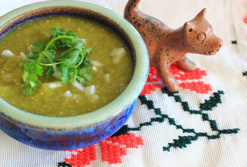 Мексиканская сальса Verde и собака Xoloitzcuintle глины стоковое изображение