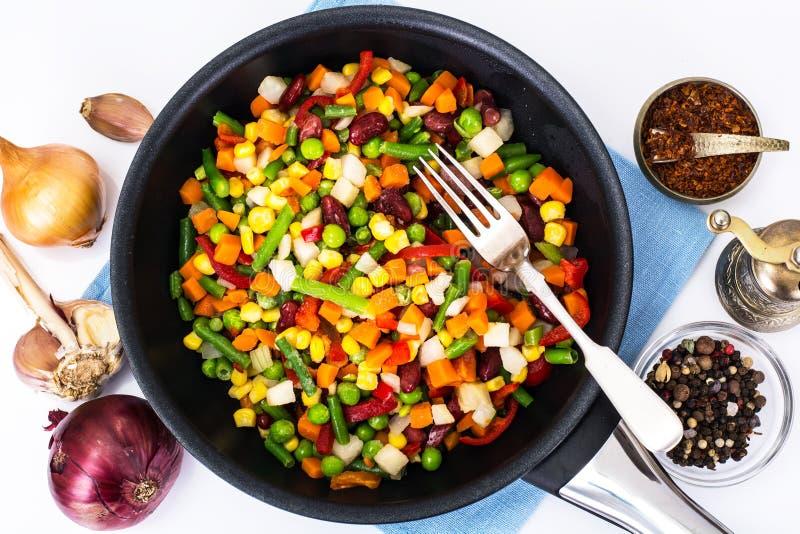 Мексиканская смесь овощей, сваренная в сковороде стоковые изображения rf