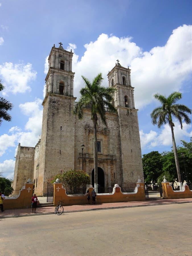 Мексиканская церковь в маленьком городке стоковое фото