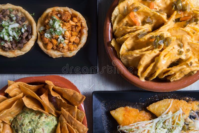 Мексиканские блюда стоковые изображения rf