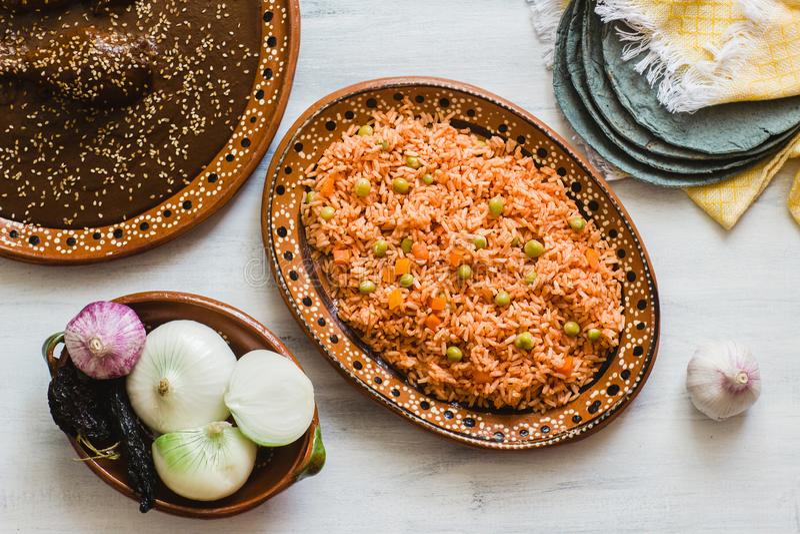 Мексиканские рис и poblano моли, традиционная еда в Мексике стоковые фотографии rf