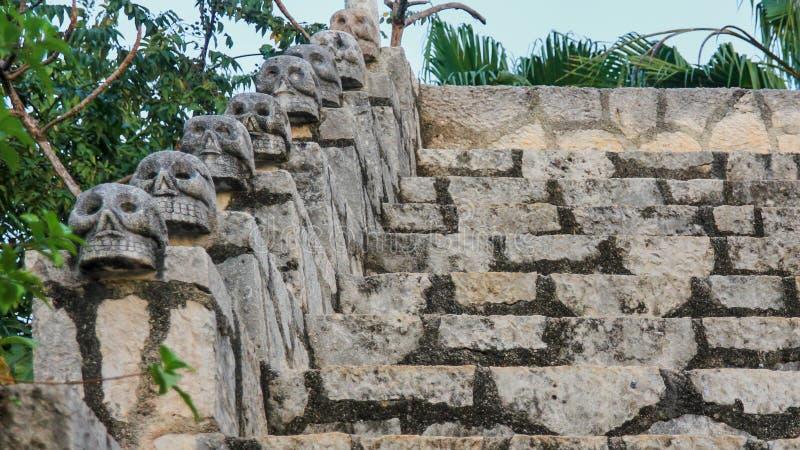 Мексиканские старые черепа как украшение лестниц стоковое фото