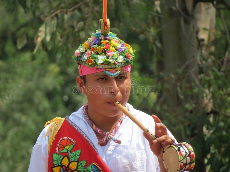 Мексиканский свистеть уличного исполнителя стоковые изображения