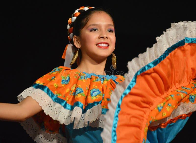 Download Мексиканский танцор редакционное стоковое фото. изображение насчитывающей мексиканско - 79574023