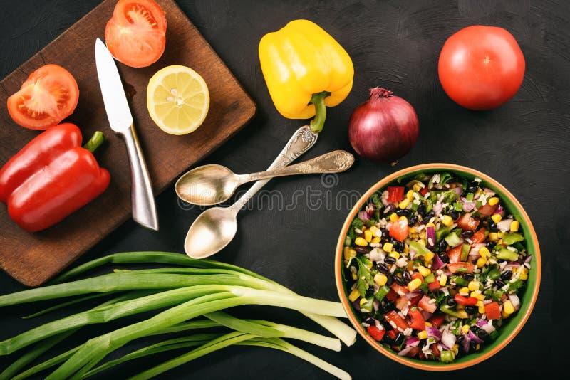 Мексиканский vegetable салат с икрой ковбоя черной фасоли стоковое изображение