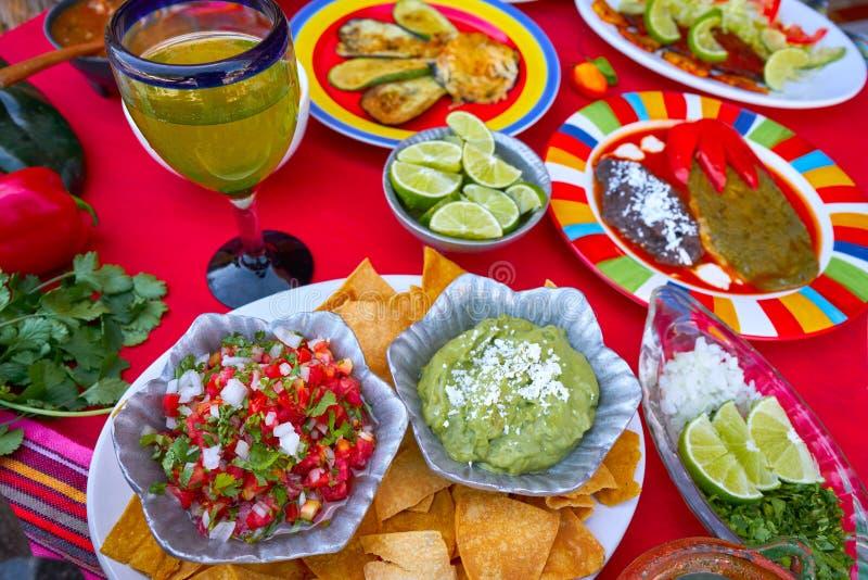 Мексиканское смешивание рецептов с мексиканськими соусами стоковое изображение