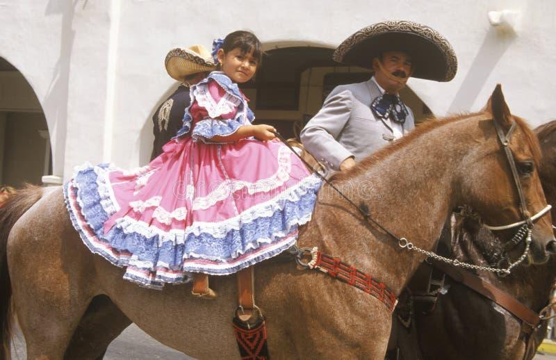 Мексиканск-американцы в параде 4-ое июля, Ojai, Калифорния стоковая фотография rf
