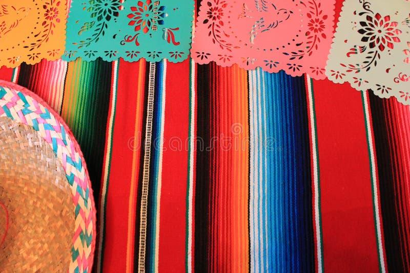 Мексиканськая овсянка украшения de mayo cinco фиесты предпосылки черепа sombrero плащпалаты стоковое фото rf
