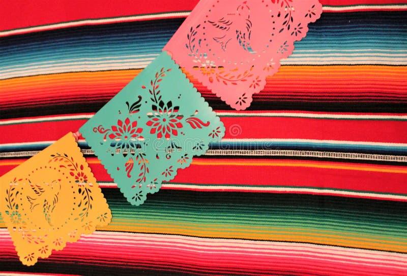 Мексиканськая овсянка украшения de mayo cinco фиесты предпосылки черепа sombrero плащпалаты стоковые изображения