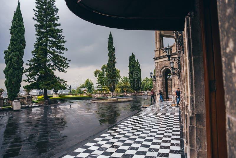 МЕКСИКА - 29-ОЕ СЕНТЯБРЯ: Вход замка Chapultepec, 29-ое сентября 2017 в Мехико, Мексике стоковая фотография rf