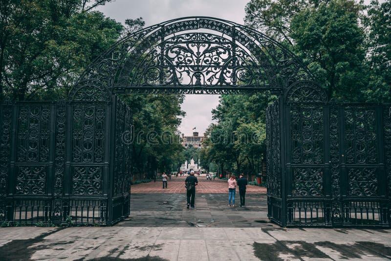 МЕКСИКА - 29-ОЕ СЕНТЯБРЯ: Въездные ворота к лесу a Chapultepec стоковые изображения