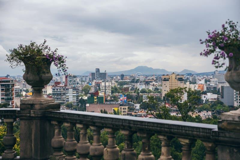 МЕКСИКА - 29-ОЕ СЕНТЯБРЯ: Город увиденный от замка Chapultepec стоковые изображения rf