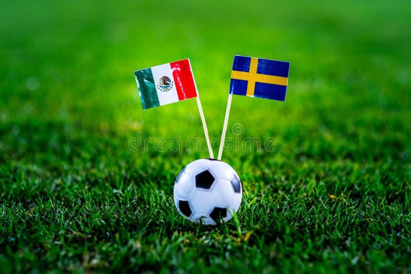 Мексика - Швеция, группа f, Wednesday, 27 Футбол -го июнь, кубок мира, Россия 2018, национальные флаги на зеленой траве, белом ba стоковая фотография