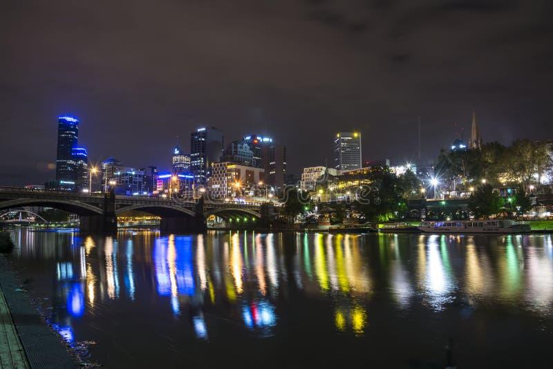 МЕЛЬБУРН, АВСТРАЛИЯ - АПРЕЛЬ 2014: Горизонт к ноча стоковые изображения