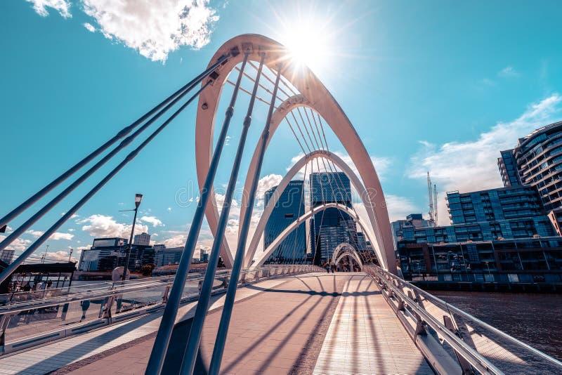 Мельбурн, Австралия - мост моряков на пределе районов доков стоковые изображения rf