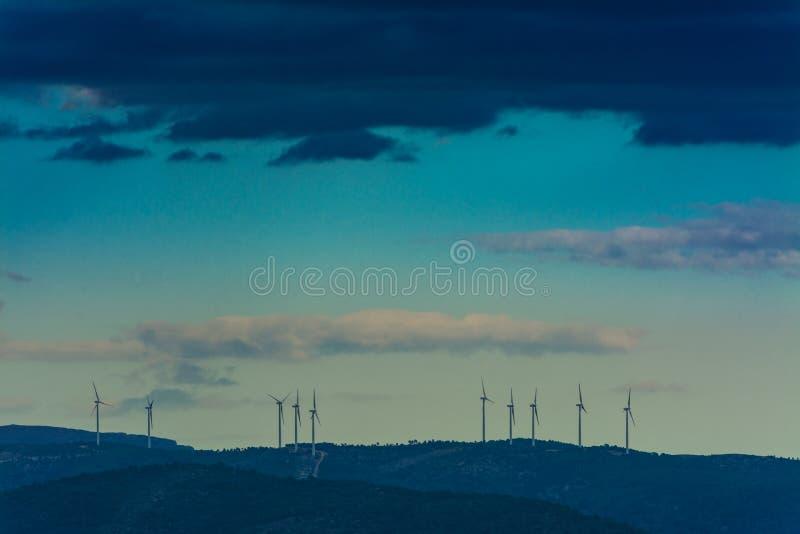 Мельницы ветра в горах стоковое фото