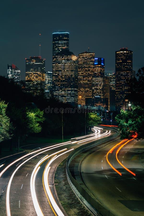 Мемориальный привод и горизонт Хьюстон вечером, в Хьюстон, Техас стоковая фотография