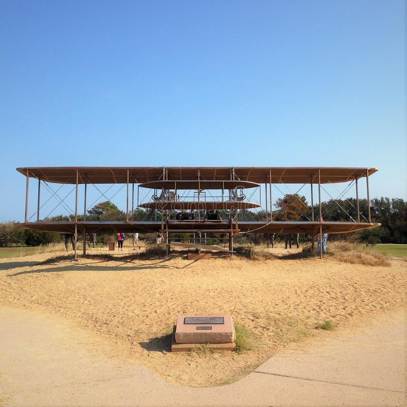 Мемориал братьев Wright национальный, расположенный в холмах дьявола убийства, Северная Каролина стоковая фотография rf