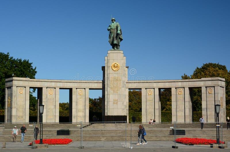 Мемориал Советской Войны Тиергартен Берлин Германия стоковое фото rf