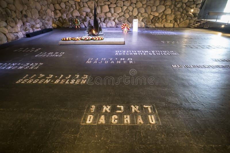 Мемориал Yad Vashem холокоста с именами концентрационных лагерей написанных на поле Hall памяти Иерусалим, стоковая фотография rf