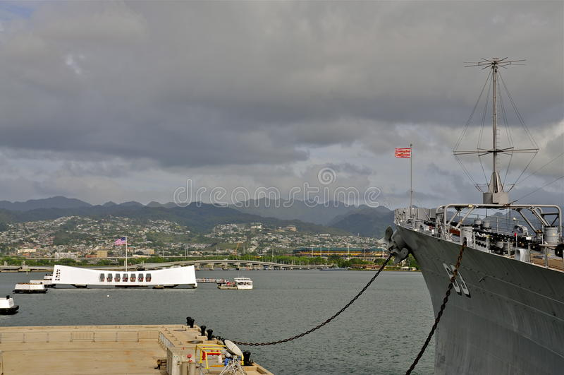 Мемориал Аризоны и USS Missouri BB-63 стоковая фотография rf