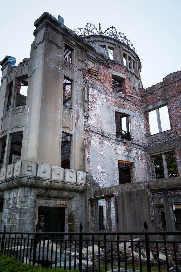 Мемориал мира Хиросимы известный как 'купол атомной бомбы' в Hiroshim стоковые изображения