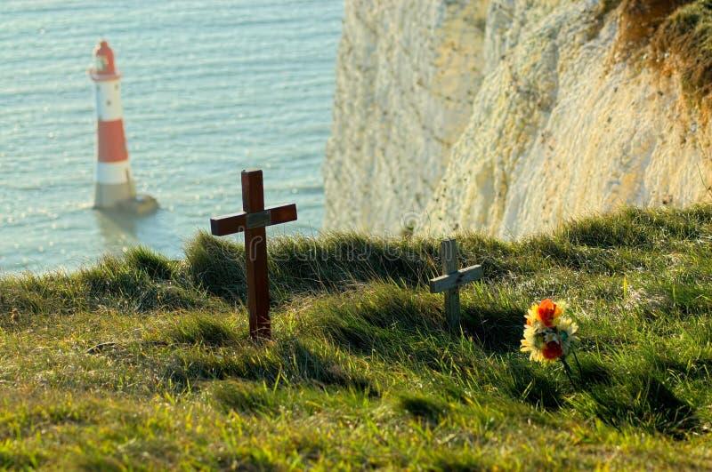 Мемориалы суицида на скале покрывают на Beachy голове Великобритании стоковое изображение
