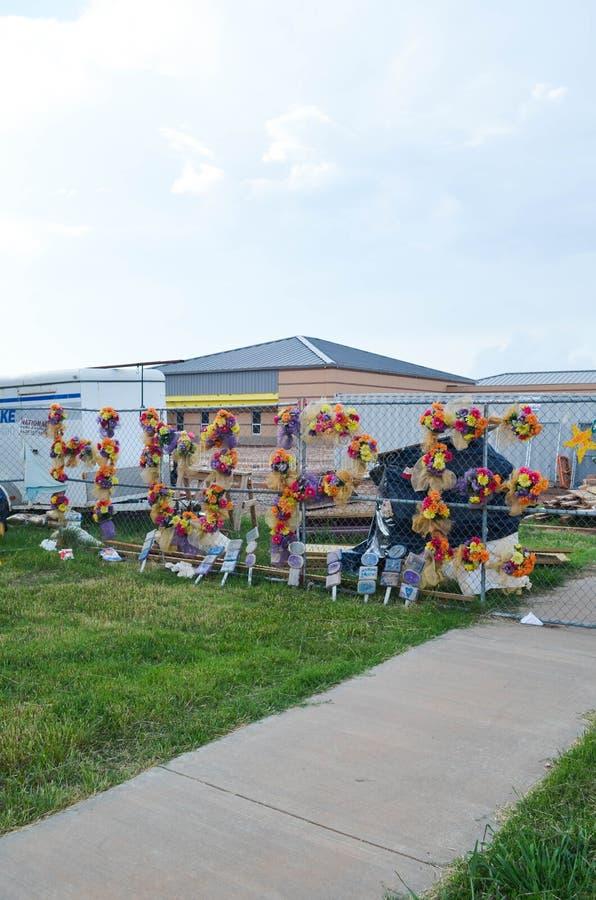 Мемориальная загородка на разрушенной начальной школе в Moore, О'КЕЙ стоковая фотография rf