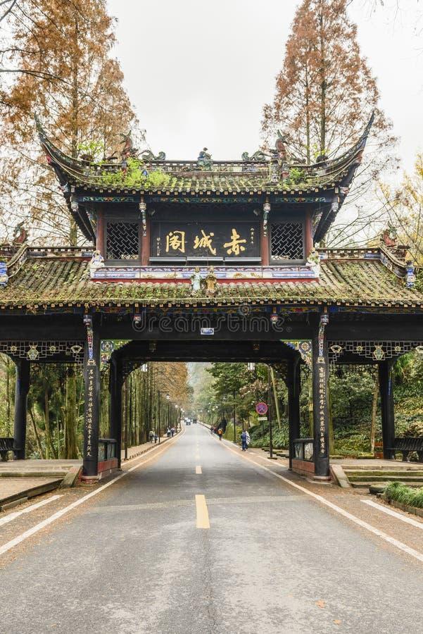 Мемориальное ворот над дорогой стоковое фото rf