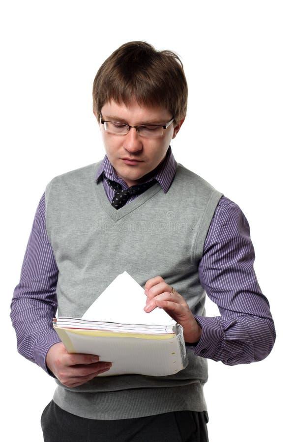 менеджер завертывает детенышей в бумагу стоковое изображение