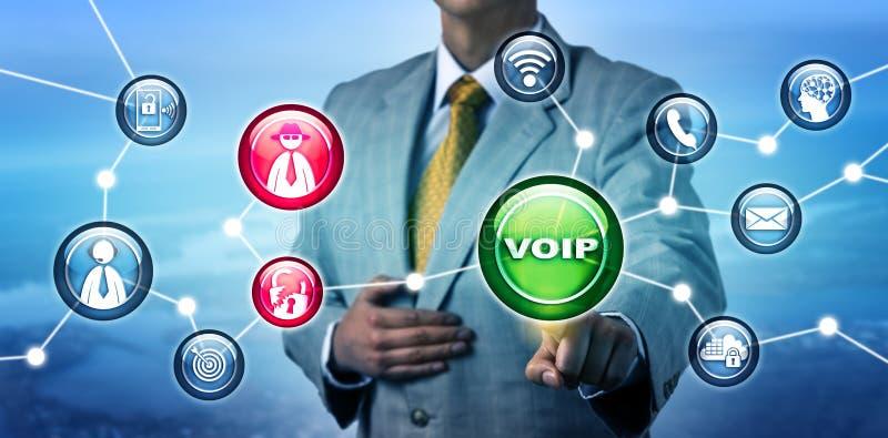Менеджер подвергая нарушение требований безопасности действию в сети VOIP стоковые фотографии rf