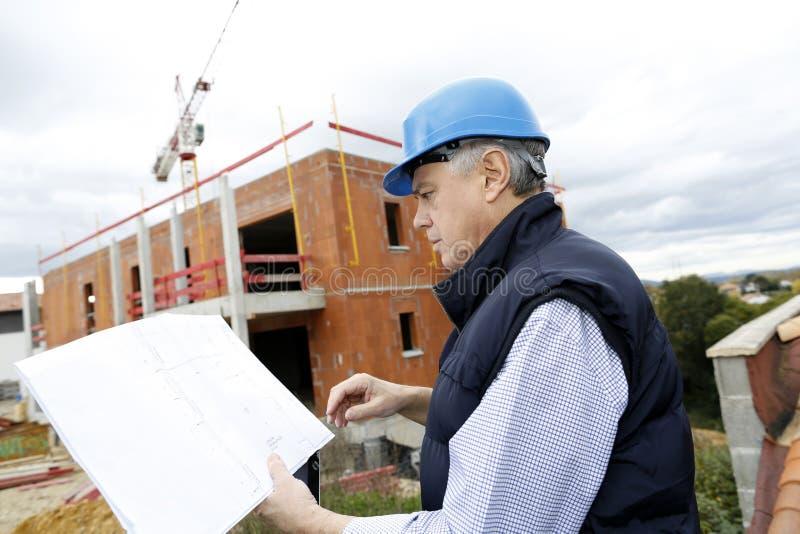 Менеджер конструкции с светокопией на месте стоковое изображение