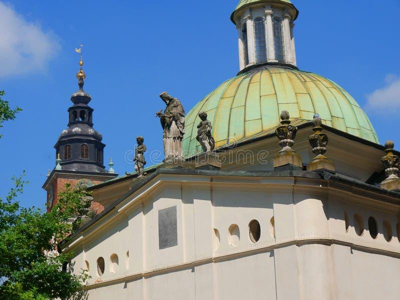 Меньшая часовня которая стоит в рыночной площади в krakow Польше стоковая фотография