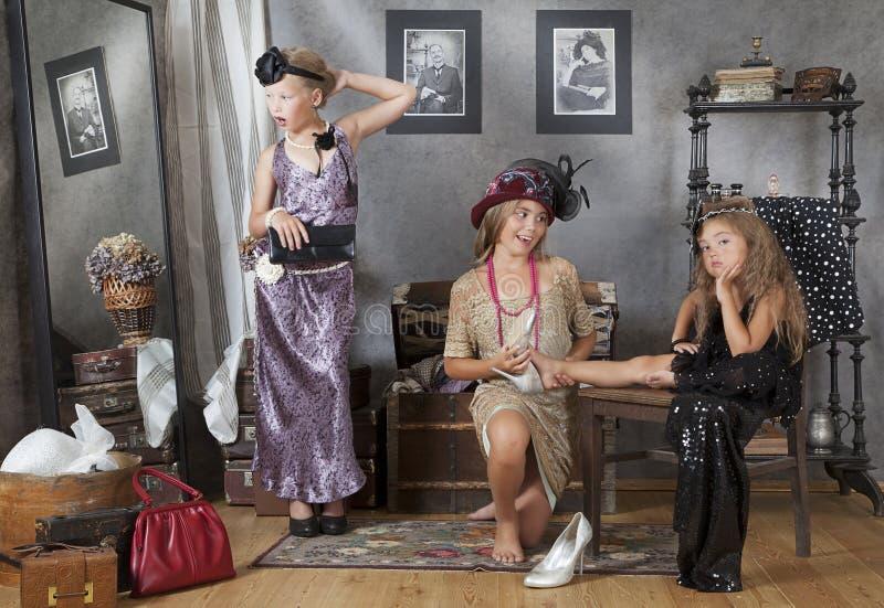 Меньшие винтажные девушки стоковое изображение rf