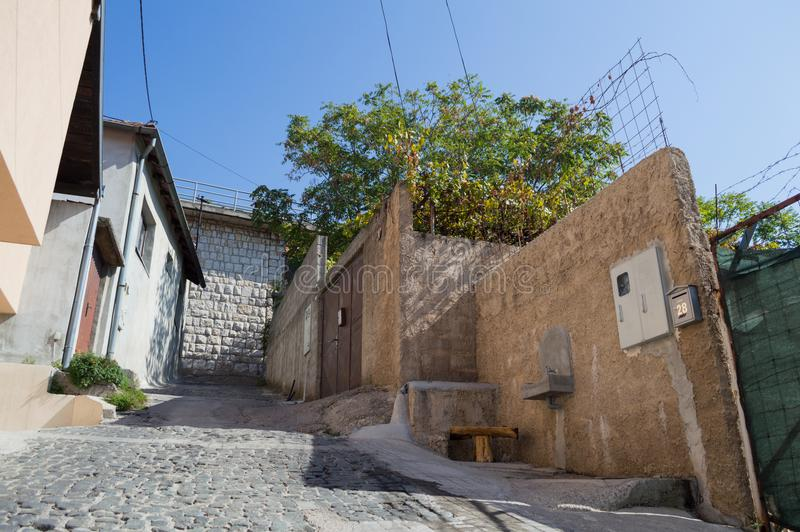 Меньший переулок в старом городке, Мостаре, Босния и Герцеговина стоковые фотографии rf