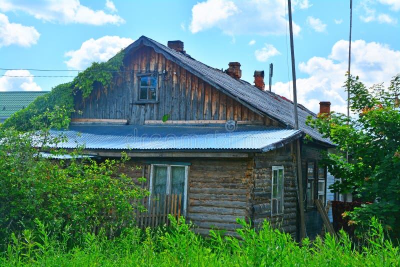 Меньший сельский дом в городе Ruza, области Москвы, России стоковые изображения