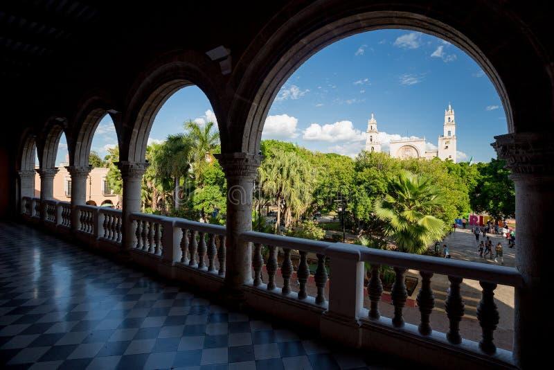 Мерида, площадь большая увиденный от Palacio муниципального, Мексики стоковые фотографии rf