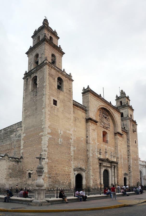 Мерида, Юкатан Мексика, 22-ое января 2015: Главный собор перед центральной площадью в Мериде Мексике стоковое изображение rf