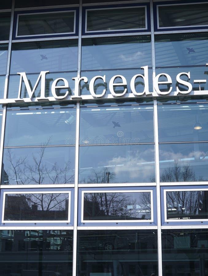 Мерседес - signage Benz стоковая фотография
